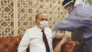 Aşı olan gençlere Başkan'dan hediye