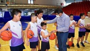 Başkan Çelik yaz kurslarında öğrencilerle buluştu