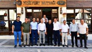 Başkan Çınar, yemek programı ekibiyle bir araya geldi