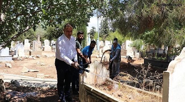 Bozova'da mezarlıkların bakımı yapıldı
