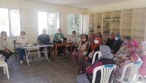 Burhaniye'de köylü kadınlar organik arıcılık kursuna katıldı
