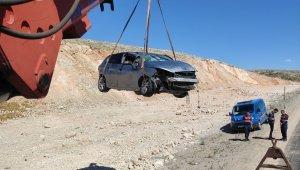 Gürün'de otomobil takla attı: 2 yaralı