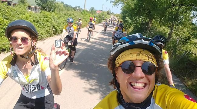 Hollandalı bisikletçiler 4 bininci kilometreyi Kocaeli'de pedalladı