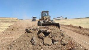 Kahta'da yol yapım çalışmaları devam ediyor
