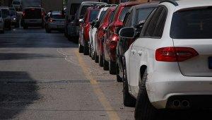 Keşan'da bir otomobil park halindeki 5 araca çarptı