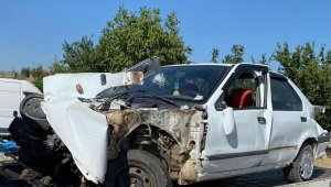 Köprü korkuluklarını yıkan araç dere yatağına uçtu: 1 yaralı