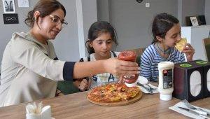 Köy çocukları pizza ile tanıştılar