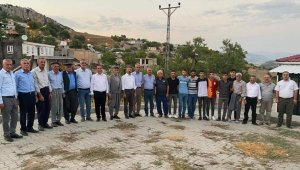 Milletvekilleri ve parti yöneticileri köy köy geziyor