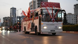 Yenişehir caddeleri bayram coşkusuyla aydınlandı