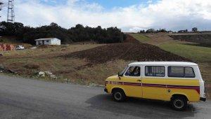 'Fizik Minibüsü'yle 5 bin kilometre yol giderek binlerce kitap dağıttı