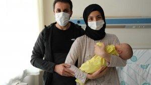 620 gram doğan Ayşe Berra bebek hayata tutundu