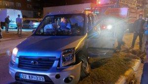 Adıyaman'da otomobil ile hafif ticari araç çarpıştı: 8 yaralı