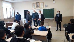 Ağrı Milli Eğitim Müdürü Kökrek, kentteki okullarda incelemelerde bulundu