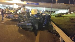 Ankara'da aydınlatma direklerine bakım yapan işçilere araba çarptı: 1 ölü, 3 yaralı