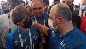 Bakan Varank liseli gençlerin İHA yarışlarını izledi