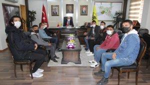 Bayburt'ta yurt sorunu yaşayan üniversite öğrencileri geçici olarak belediyeye ait tatil köyünde misafir edilecek
