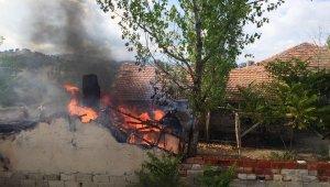 Çiftlikteki ekmek fırınında yangın