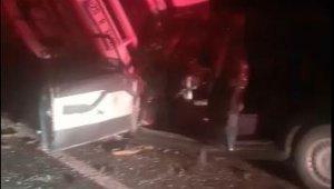 Devrilen kamyona çarpan otomobildeki yaşlı çift hayatını kaybetti