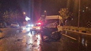 Ereğli-Alaplı yolunda minibüs ile tır çarpıştı: 1 yaralı