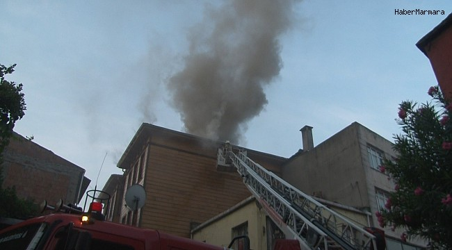 Fatih'te 2 katlı ahşap otelde kalan müşteriler güne yangın ile uyandı