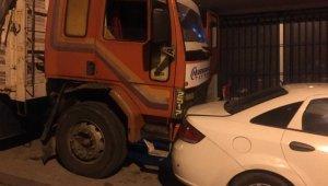 Güngören'de freni boşalan kamyon 8 araca çarptı...Araç sahipleri sürücüye piknik tüpüyle saldırdı