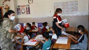 """Jandarmadan okul çevrelerinde """"Huzur"""" uygulaması"""