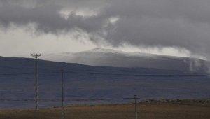 Kars'ta yüksek kesimlere mevsimin ilk karı düştü