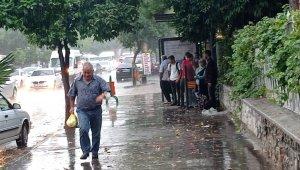 Kozanlılar dolu ve şiddetli yağmura hazırlıksız yakalandı