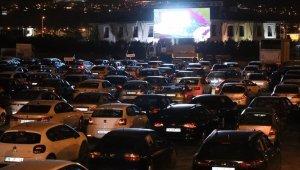 """Melikgazi'de arabalı sinema etkinliğinin son filmi """"Başlangıç"""" oldu"""