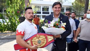 Milli Boksör Alcu, Başkan Karaca'yı ziyaret etti