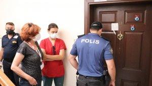 Polislere kapıyı açmayan kadının evindeki kokuların sebebi ortaya çıktı