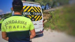 Samandağ'da jandarma trafik ekipleri öğrenci servis araçlarını denetledi