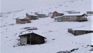 Sivas'ta mevsimin ilk karı düştü
