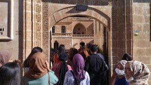 Tarihi Midyat konuk evine turistlerden yoğun ilgi