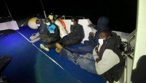 Yunanistan'ın geri ittiği 5 düzensiz göçmen kurtarıldı