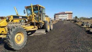 Bağlar Belediyesi bir kırsal mahalleyi daha asfalt yolla tanıştırdı