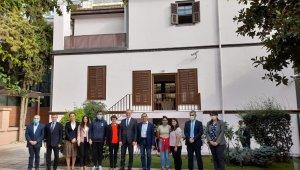 BioNTech'in kurucu ortakları Özlem Türeci ve Uğur Şahin Selanik'te Atatürk Evi'ni ziyaret etti