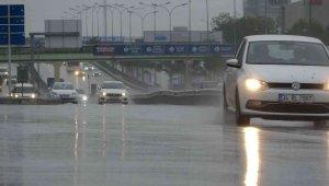 İstanbullular pazar gününe yağmurla uyandı