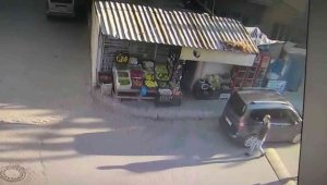 Kendilerini polis olarak tanıtarak girdikleri marketlerden sigara toplayan 3 kişi yakalandı