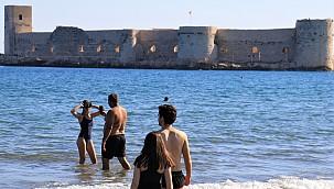 Mersin, Kızkalesi'nde sonbaharda deniz keyfi