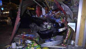 Kontrolden çıkan otomobil büfeye daldı, facia ucuz atlatıldı