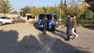 Manisa'da 2 camiden 61 halı çalan şüpheliler tutuklandı