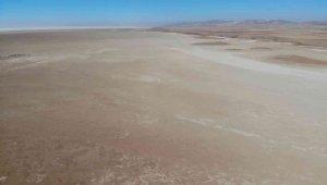 Tuz Gölü küçülmeye devam ediyor