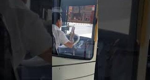 Duyarsız  Şoför Halk Otobüsünde Görüntülü Konuşma Yaparsa !