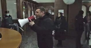 Ermenistan'da Göstericiler Hükümet Binasını Bastı İşte İlk Görüntüler